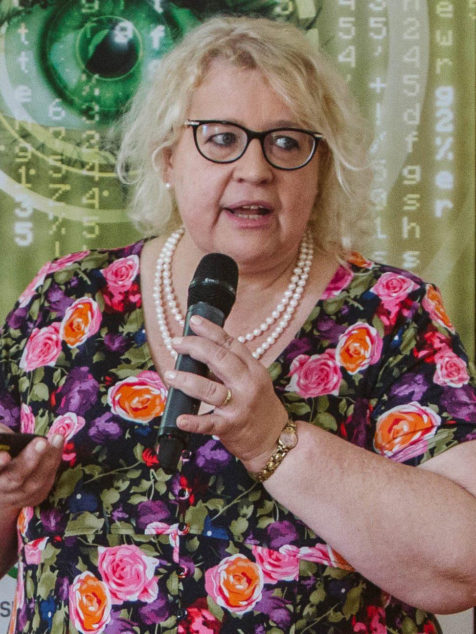 Dr. Végh Éva